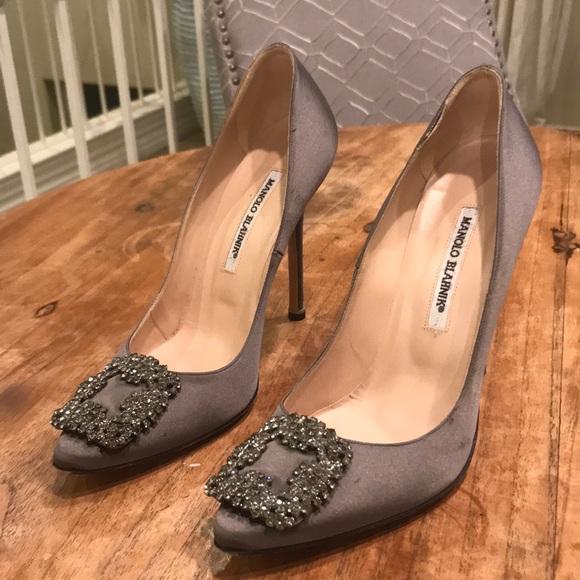 f3317af54ef Manolo Blahnik scarpe grigio Heels 39 Poshmark Satin Hangisi ...
